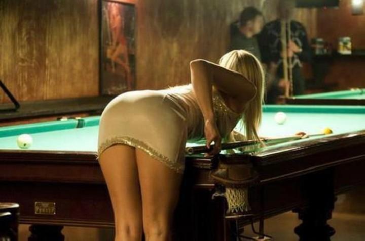 Играют в покер она сосет им член под столом 9