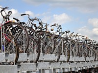 Bicycle parking in Amsterdam. Фото Fernando Barozza - Depositphotos