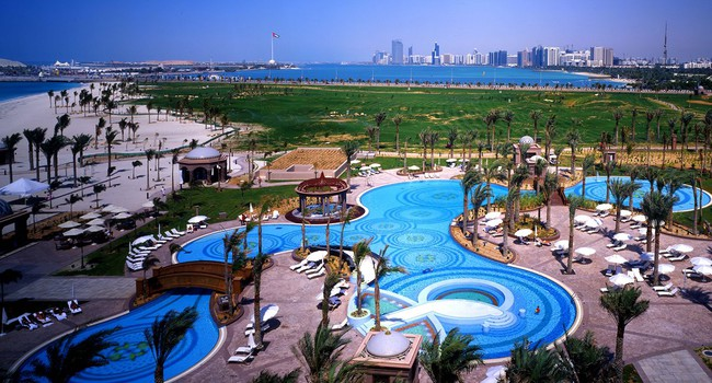 ОАЭ. Абу-Даби. Emirates Palace. East Swimming Pool