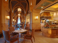 ОАЭ. Абу-Даби. Emirates Palace. Le Vendome Brasserie