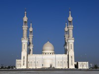 ОАЭ. Рас-эль-Хайма. Sheikh Zayed Mosque Ras al Khaimah Dubai United Arab Emirates. Фото Patrik Dietrich - shutterstock