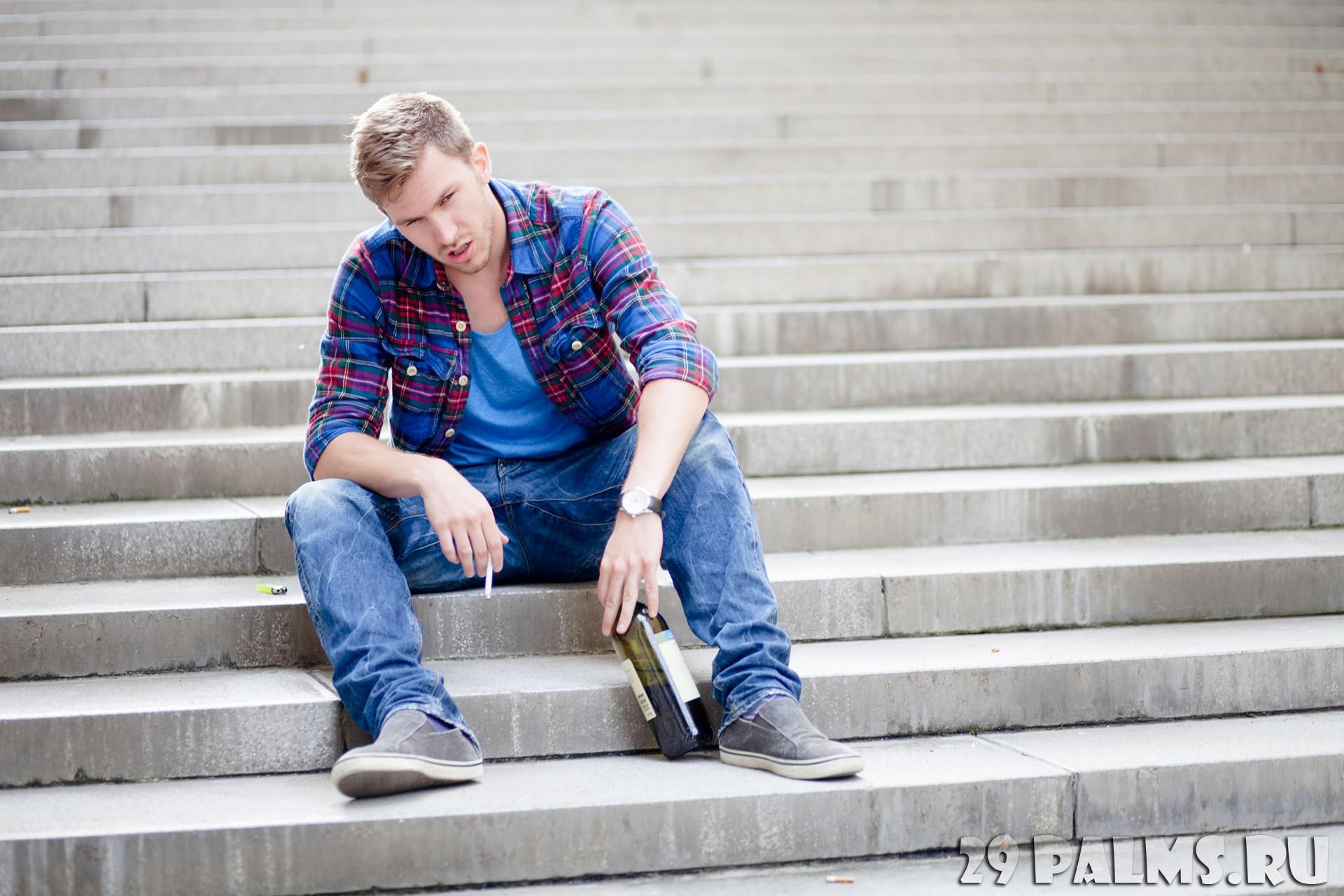 Фото мужчины на лестнице 3 фотография