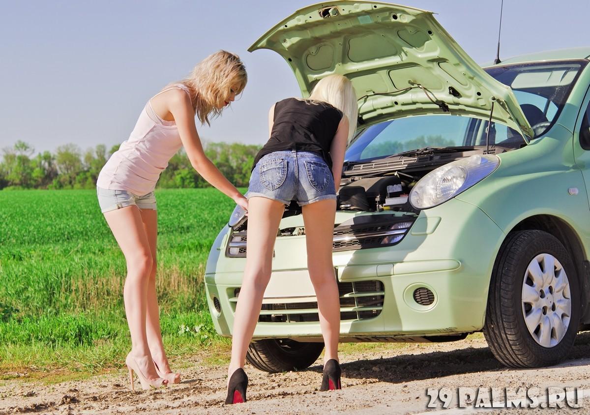 Смотреть порно онлайн у блондинки сломался машина 18 фотография