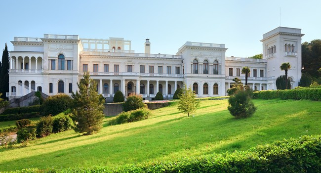 Крым. Livadia Palace in Livadiya, Crimea, Ukraine. Фото wildman - Depositphotos