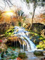 Крым. Autumn waterfall in the mountains of Crimea. Фото Givaga - Depositphotos