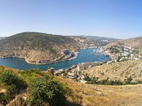 Крым. Panoramic bird-eye view of Balaklava bay. Фото katatonia82 - Depositphotos
