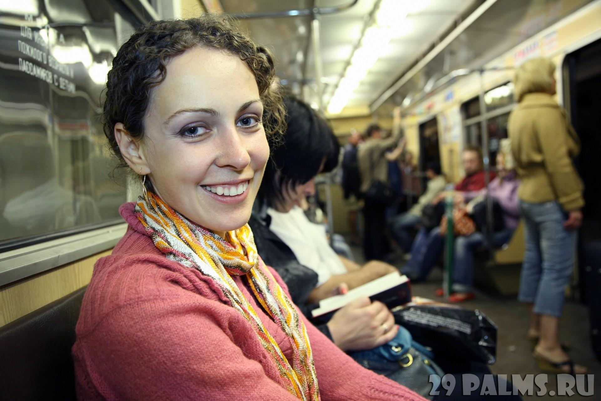 Фото в вагоне девушек 13 фотография