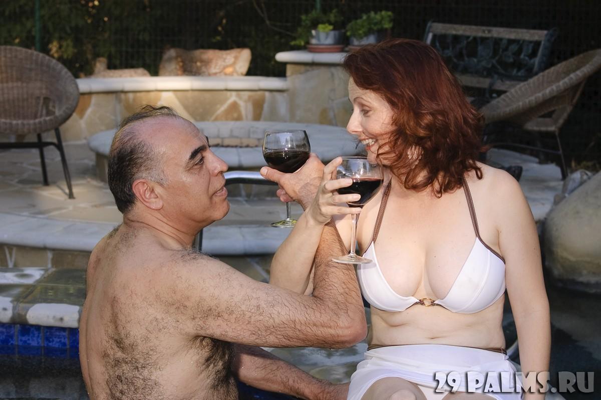 Фотосессия жены дома, дура с самотыком порно