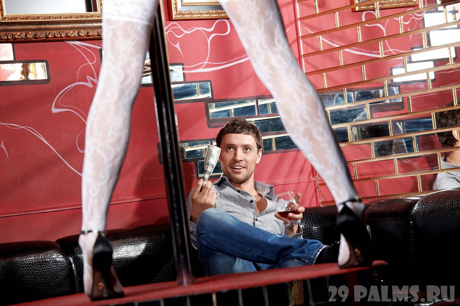 Стриптиз мужчина в кресле 11 фотография