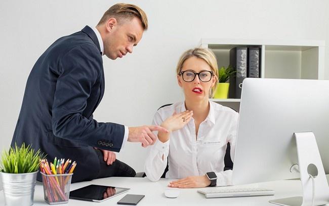 Сексуальные отношения между начальником и секретаршей думаю