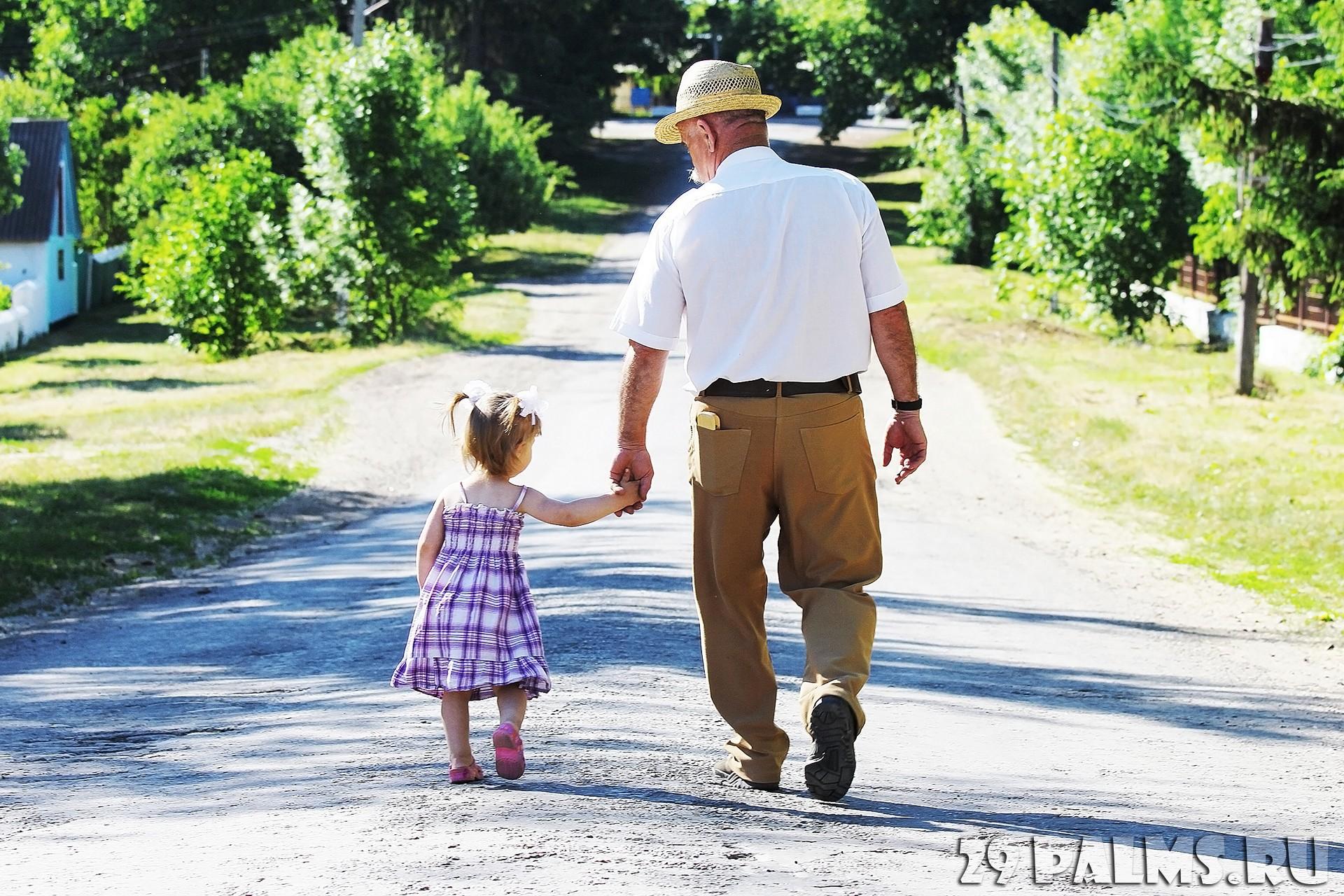 Смотреть внучка и дед 11 фотография