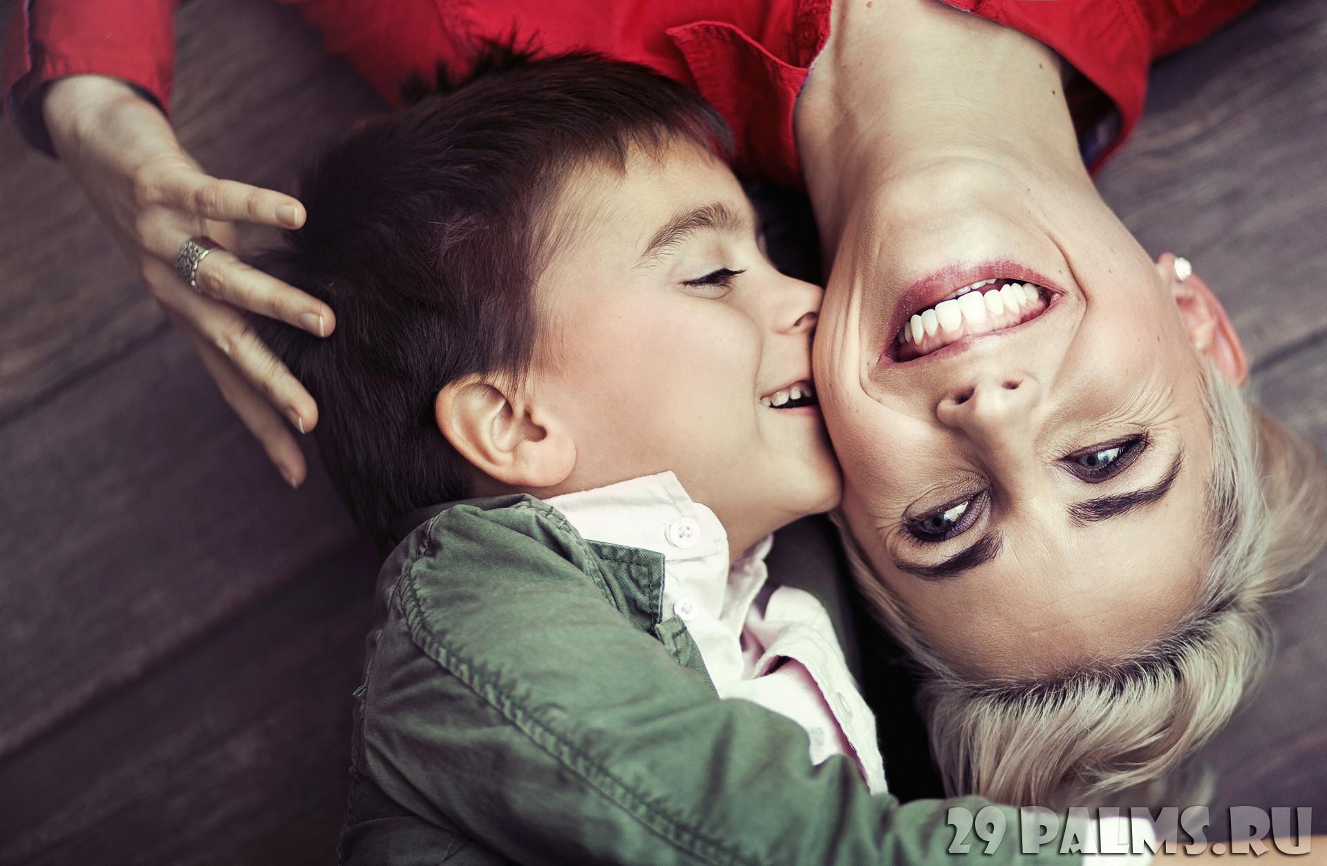 Сын и старая мать 2 фотография