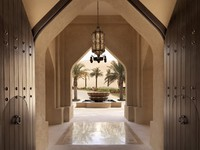 ОАЭ. Абу Даби. Qasr Al Sarab Desert Resort by Anantara. Courtyard Entrance