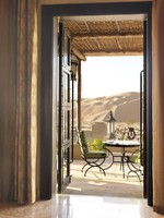 ОАЭ. Абу Даби. Qasr Al Sarab Desert Resort by Anantara. The Dining Room doorway