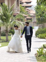 Блог Павла Аксенова. ОАЭ. Дубай. Anantara Dubai The Palm Resort & Spa. Wedding Couple on Path
