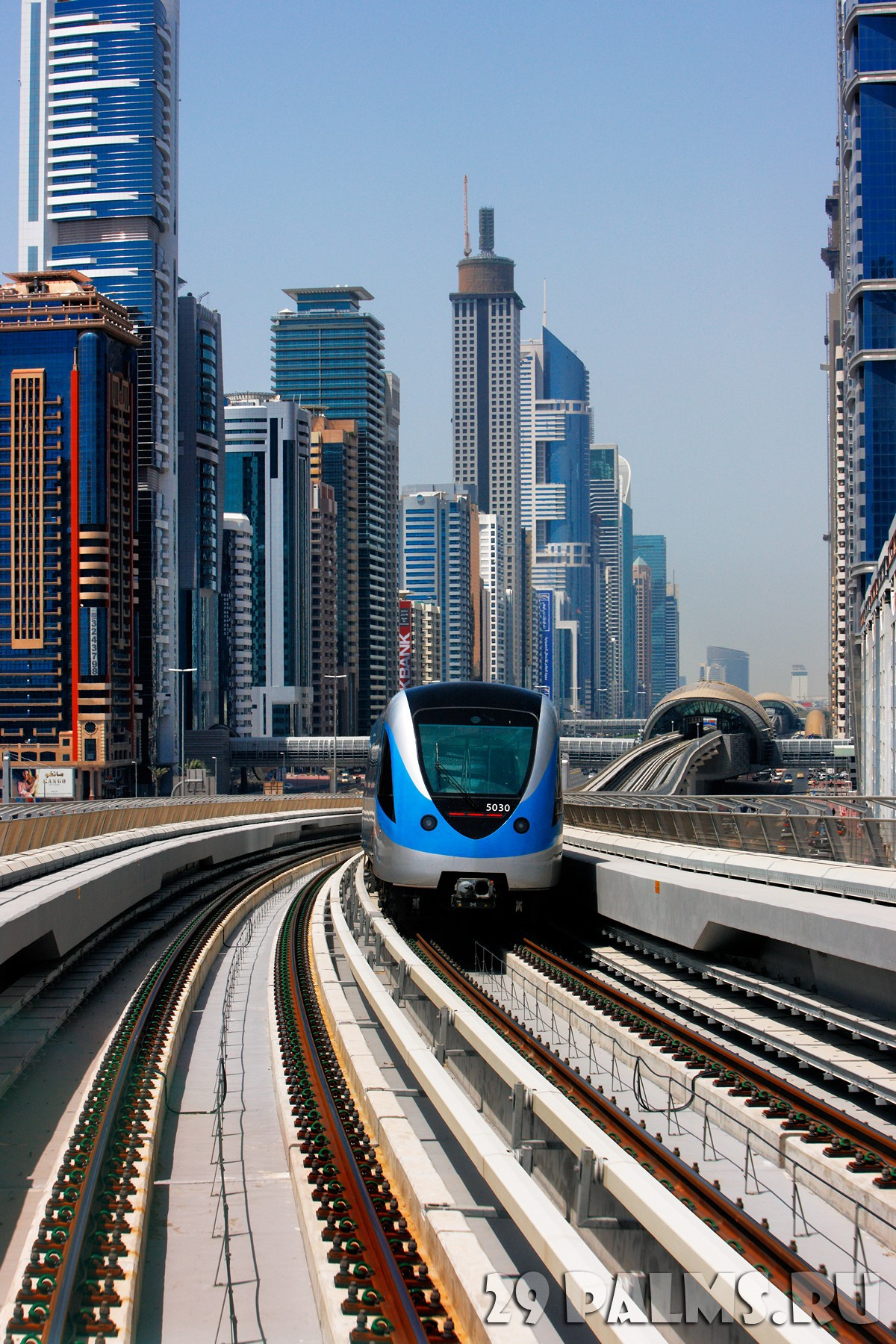 Оаэ дубаи the dubai metro sheikh zayed road фото sophie
