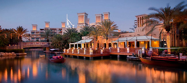 ОАЭ. Дубаи. Madinat Jumeirah. Pai Thai - Terrace and Waterway