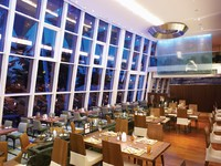 ?Блог Павла Аксенова. ОАЭ. Дубай. Jumeirah Beach Hotel - Latitude - Night Restaurant View