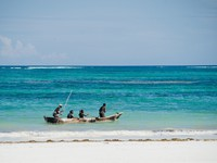 Блог Павла Аксенова. Кения. Момбаса. Fishing boat in the Indian Ocean in Kenya. Фото Shangarey - Depositphotos