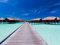 Блог Павла Аксенова. Anantara Dhigu Resort & Spa. Boardwalk to Over Water Bungalows