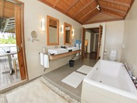 Блог Павла Аксенова. Мальдивы. Anantara Veli Resort & Spa. Over Water Bungalow bathroom