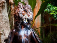 Мексика. Xcaret. Mayan Shaman in the Xcaret Show in Mexico. Фото SOMATUSCANI - Depositphotos