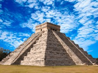 Мексика. Mayan pyramid in Chichen-Itza, Mexico. Фото Dmitry Rukhlenko - Depositphotos
