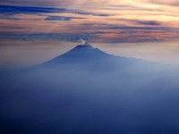 Мексика. Popocatepetl Mexico df volcano from sky. Фото lunamarina - Depositphotos