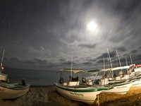 Мексика. Stars at night of the ocean and boats in Baja California Sur, Mexico. Фото dubassy - Depositphotos