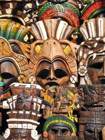 Мексика. Mayan Wooden Masks for Sale. Фото slickspics - Depositphotos
