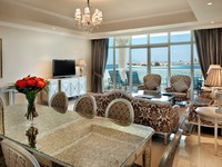 Блог Павла Аксенова. Kempinski Hotel & Residences Palm Jumeirah. Spacious Suite-lagoon view living room