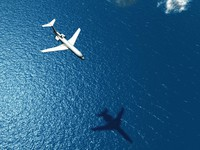 ?Италия. Сардиния. Forte Village Resort. Airplane flies over a sea. Фото mike_kiev - Depositphotos