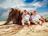 Identical twin boys relaxing on a beach. Фото Martin Valigursky - Depositphotos
