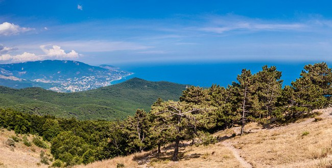 Крым. South part of Crimea peninsula, mountains Ai-Petri landscape.Фото bloodua - Depositphotos