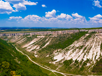 Крым. Besh-Kosh Mountain near Bakhchisaraj (Crimea) Фото shalyginandrey - Depositphotos