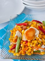 Клуб Павла Аксенова. Мальдивы. Thaifood, corn salad with salted egg spicy-sour dressing. Фото Piyachok - Depositphotos