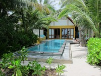 Мальдивы. Four Seasons Resort Maldives at Landaa Giraavaru. Beach villa with pool. Фото Павла Аксенова