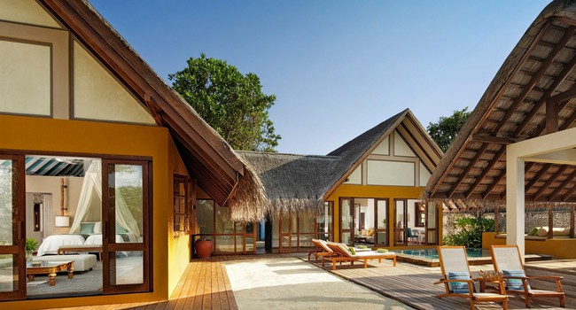 Мальдивы. Four Seasons Resort Maldives at Landaa Giraavaru. Family beach bungalow 2-be