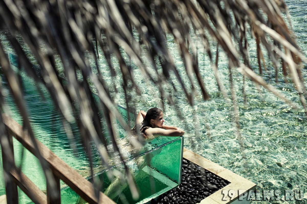 Мальдивы. Four Seasons Resort Maldives at Kuda Huraa. Water bungalow with pool