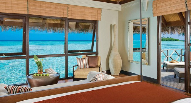 Мальдивы. Four Seasons Resort Maldives at Kuda Huraa. Sunrise Water Bungalow