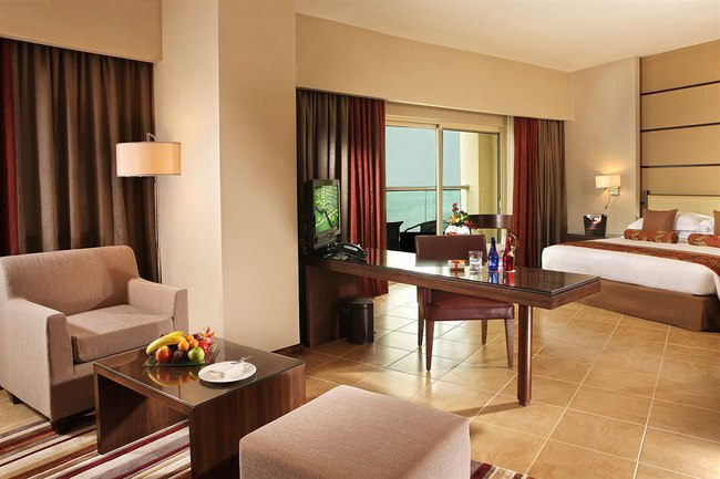 ОАЭ. Абу-Даби. Khalidiya Palace Rayhaan by Rotana. Classic Room Plus. Premium Room Plus with Sea View and balcony