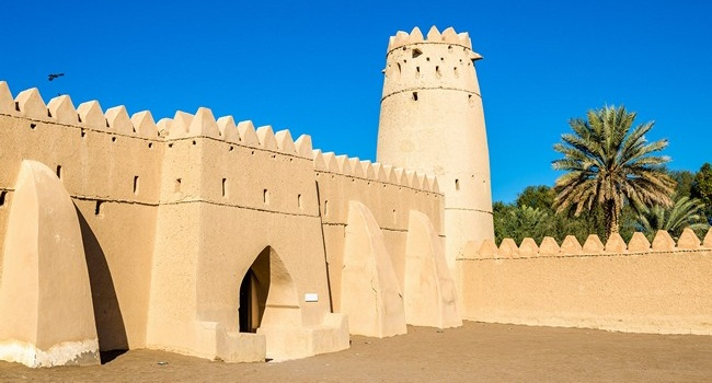 Клуб путешествий Павла Аксенова. ОАЭ. Аль-Айн. Форт Аль Джахили (Al Jahili Fort). Фото Leonid_Andronov - Depositphotos