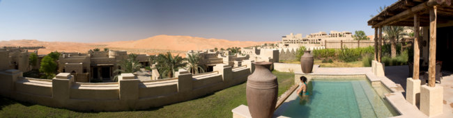 ОАЭ. Абу-Даби. Qasr Al Sarab Desert Resort by Anantara. Фото daniloforcellni - Depositphotos