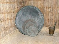 Antique dishes Bedouin, Dubai museum, United Arab Emirates,UAE. Фото Vladimir Zhuravlev - Depositphotos