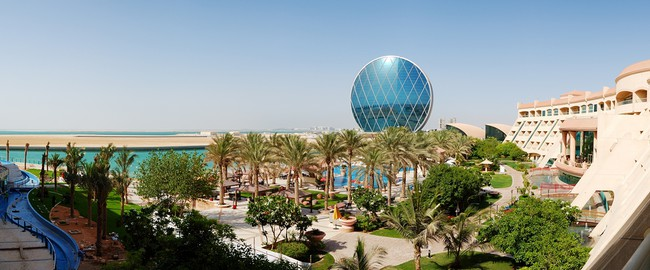 ОАЭ. Абу-Даби. The panorama of luxury hotel and circular building, Abu Dhabi, UAE. Фото  slava296 - Depositphotos