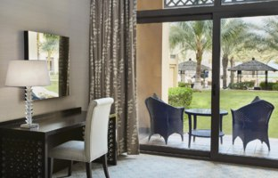 Клуб путешествий Павла Аксенова. ОАЭ. Рас-эль-Хайма. Hilton Ras Al Khaimah Resort & Spa. Double Queen Hilton Guestroom Garden Access