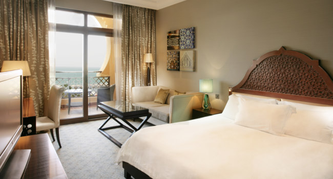 Клуб путешествий Павла Аксенова. ОАЭ. Рас-эль-Хайма. Hilton Ras Al Khaimah Resort & Spa. King Hilton Deluxe Sea View Room