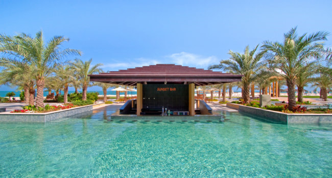 Клуб путешествий Павла Аксенова. ОАЭ. Рас-эль-Хайма. Hilton Ras Al Khaimah Resort & Spa. Pool Bar
