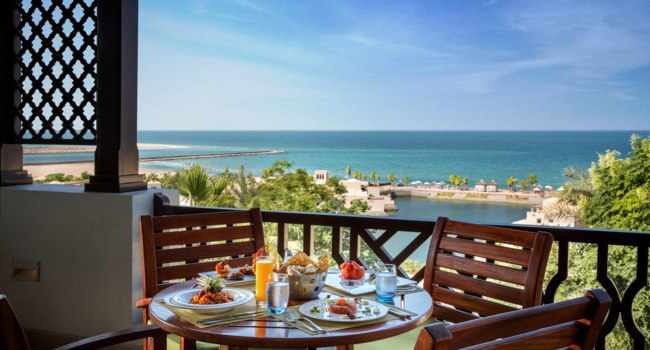 Клуб путешествий Павла Аксенова. ОАЭ. Рас-эль-Хайма. The Cove Rotana Resort Ras Al Khaimah. Basilico Restaurant Terrace