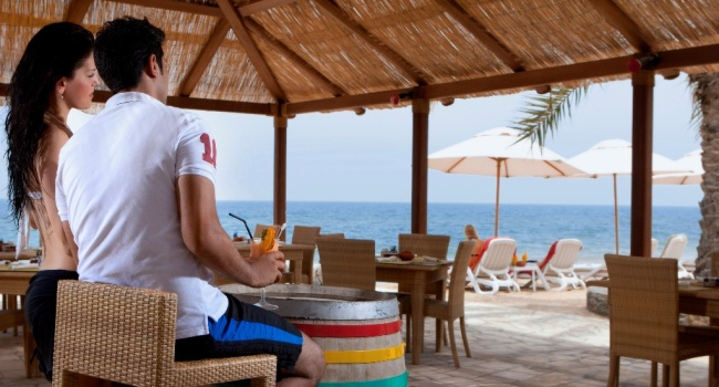 Клуб путешествий Павла Аксенова. ОАЭ. Рас-эль-Хайма. The Cove Rotana Resort Ras Al Khaimah. Breakers on the Beach Bar